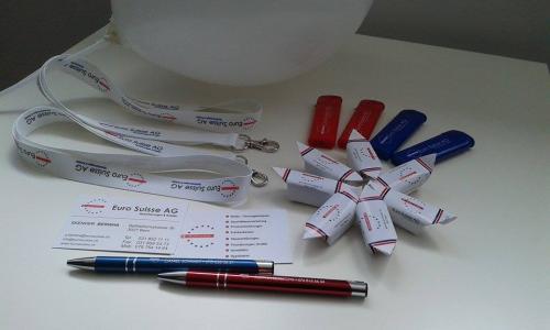 Smyczki, długopisy, wizytówki, pendrive i krówki reklamowe